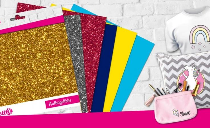 Verschönern Sie Ihre Textilien mit tollen Effekten oder haltbarer Aufbügelfolie. Entdecken Sie unser farbenfrohes Sortiment für Aufbügelfolie.